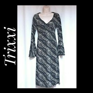 Trixxi Dress Gray Black Bell Sleeves Size Small